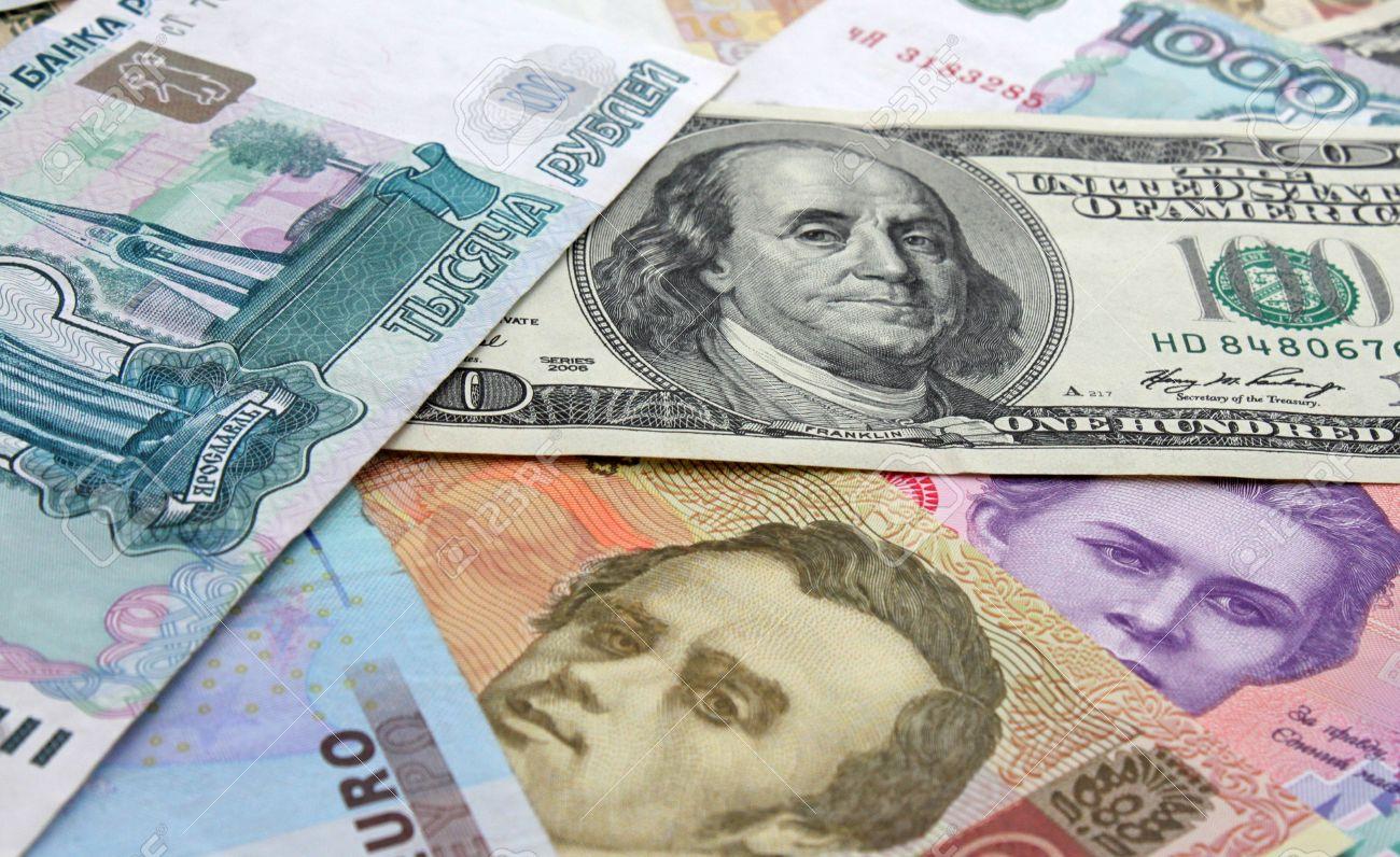 10503250-monedas-euro-d-lar-rublo-hrivna-Foto-de-archivo