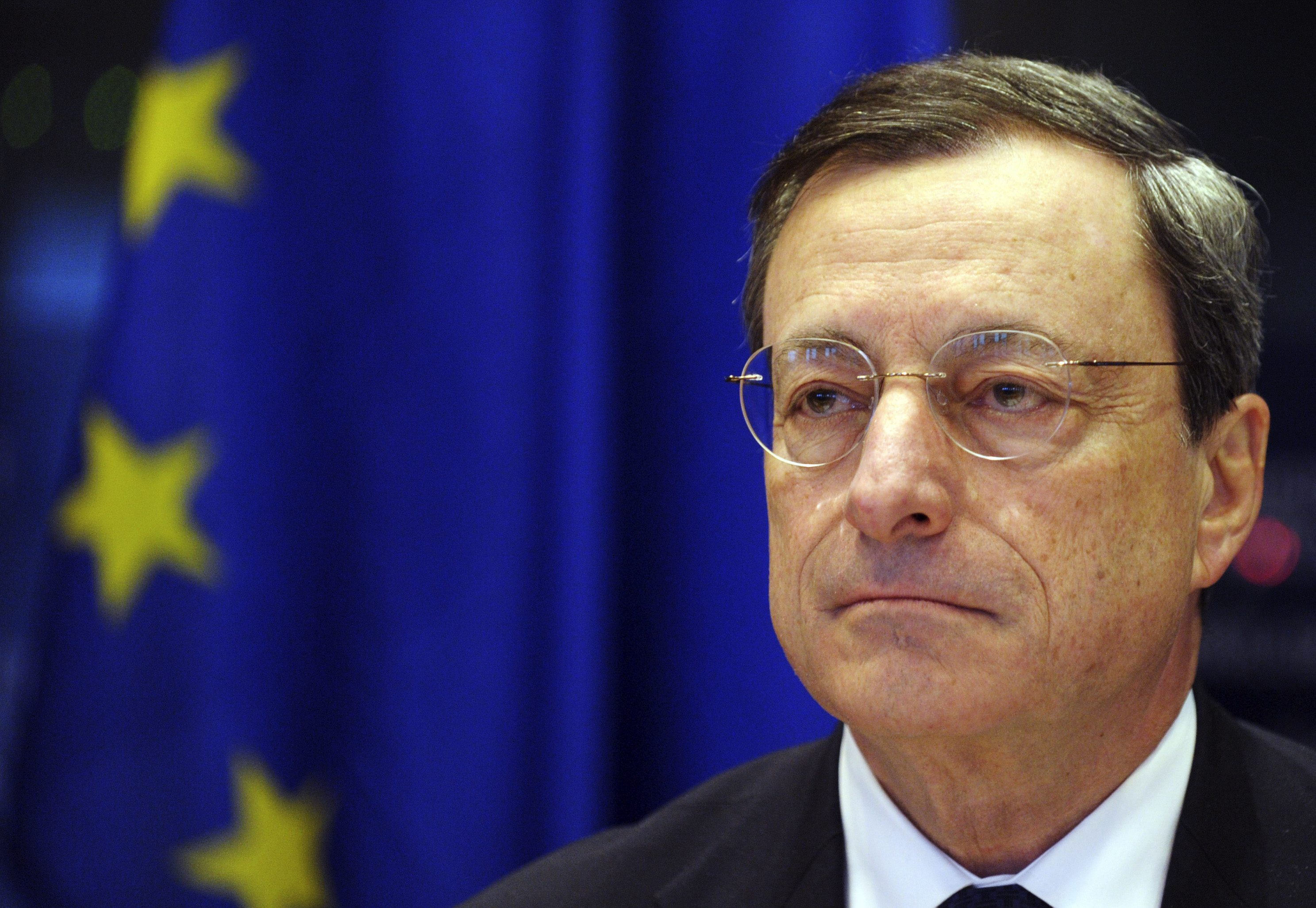 European Central Bank (ECB) President Mario Draghi addresses a news conference at the European parliament in Brussels December 17, 2012.   REUTERS/Laurent Dubrule (BELGIUM - Tags: POLITICS BUSINESS)CODE: X02997