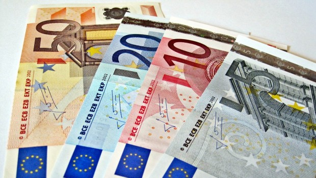 euros_banknotes_single_currency_euro_eurozone_opt_620x350
