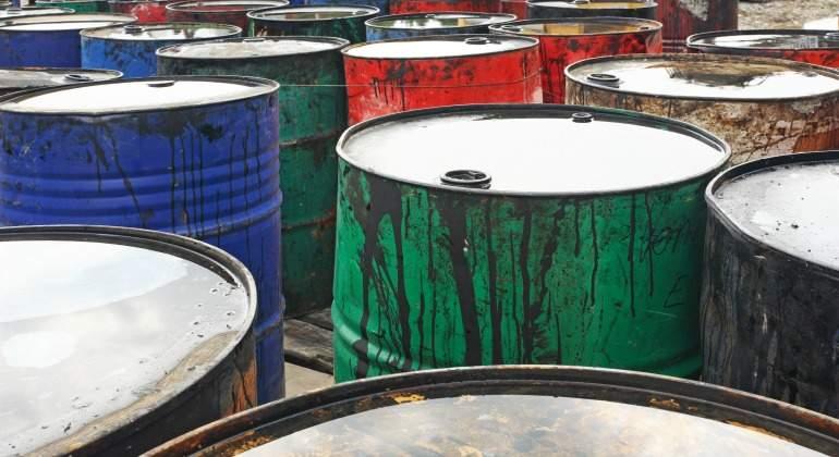 petroleo-barriles-colores-dreamstime